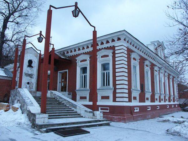 славянов
